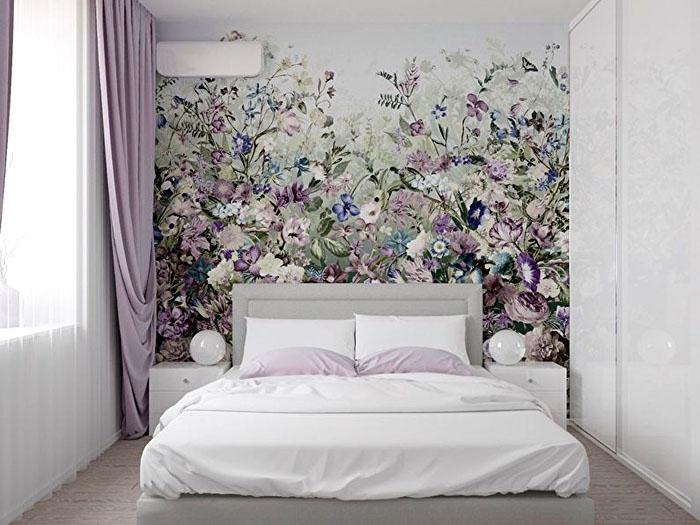 Иногда вместо декора выбирают просто одну стену и сосредотачивают на ней всё внимание постером, расцветкой, рельефом — любым дизайнерским способом