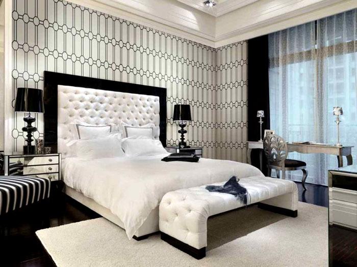 Изголовье привлекает внимание, делая облик спальни гармоничным