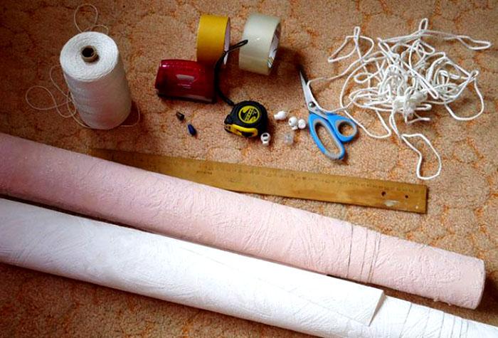 Если у вас уже есть на примете рулон, готовим остальные материалы и включаемся в работу