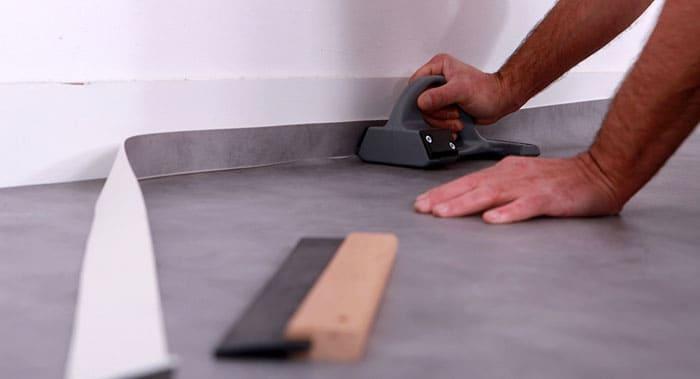 Прирезку углов лучше выполнять при помощи специального инструмента