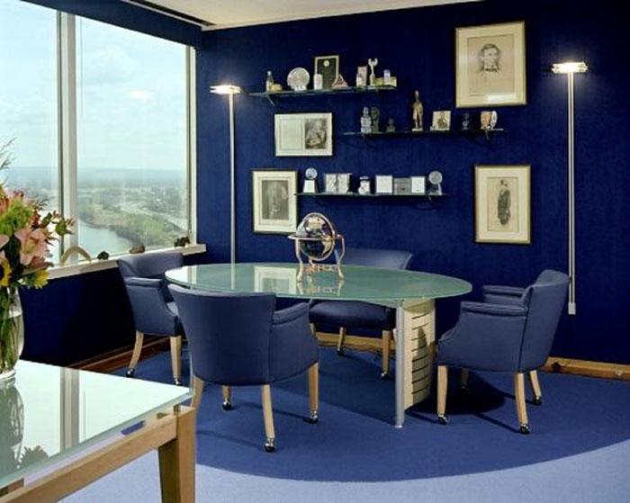 Синим цветом оформляют разные помещения, в каждом он смотрится по-особенному
