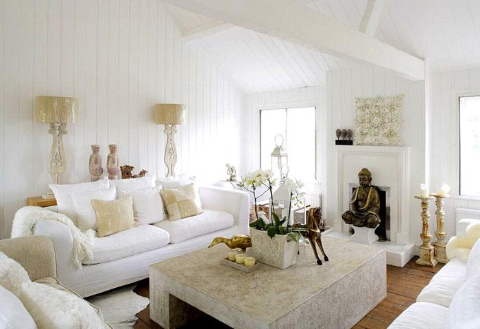 Белый в интерьере даёт ощущение свободного пространства. Это может быть как фон, так и отдельные элементы интерьера