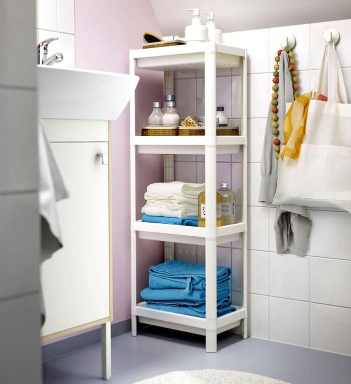 Если с выбором подходящего цвета возникают затруднения, то выбирают белое оформление, как универсальное. Под современные стили чаще берут металлические конструкции, для классики — материалы под натуральное дерево