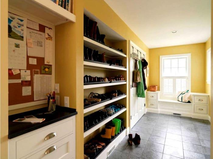 Для прихожих подходят конструкции с ящиками и полками под обувь