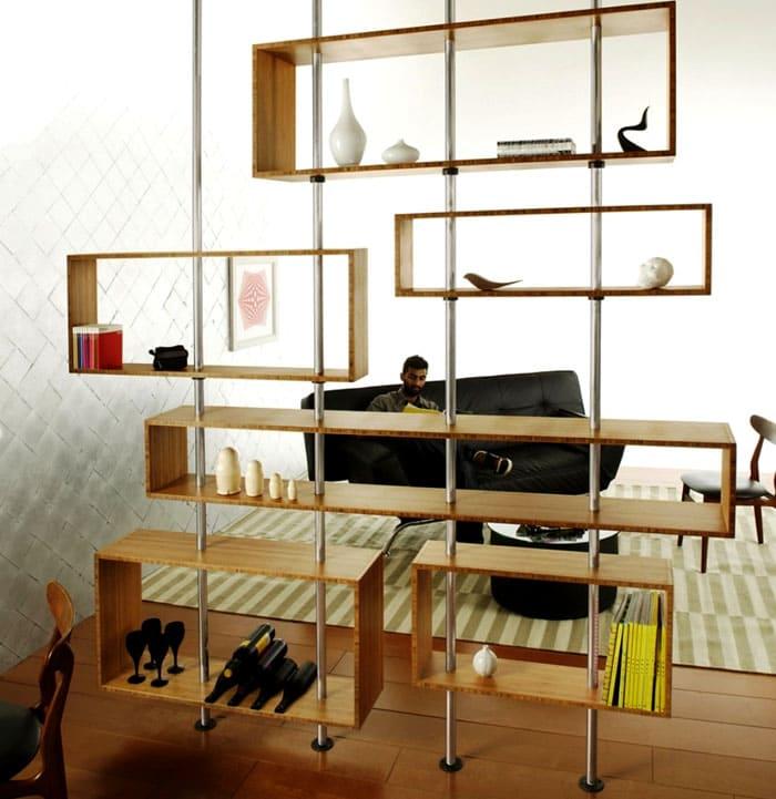 Решётка представляет собой стойки и полки, это стандартный тип такого предмета мебели