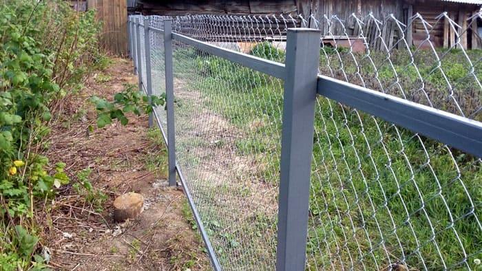 Забор с лагами основателен и прочен
