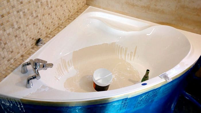 ФОТО: пластол.укр Жидким акрилом можно обработать ванну любой формы