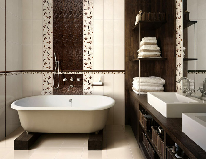 Выбор отделки зависит от габаритов: маленькие ванные требуют особого подхода, а большие помещения предлагают массу вариантов