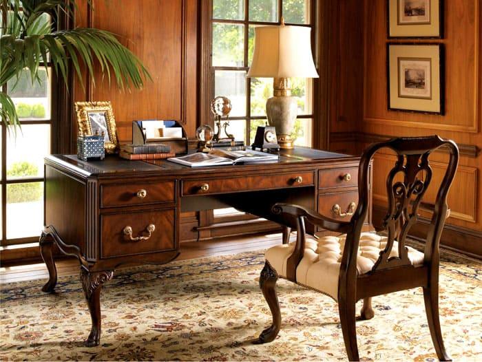 Каждый предмет мебели похож на образец искусства