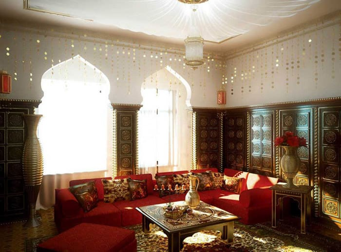 Как вариант для просторных помещений можно сделать дополнительную нишу с характерными оконными проёмами, а снаружи окна остаются традиционными. В ином случае, весь дом снаружи пришлось бы оформлять как дворец арабского шейха
