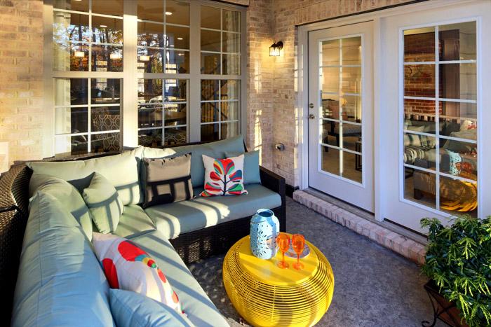 Мебельные уголки часто выглядят так, словно в помещении всегда лето, солнце и хорошее настроение