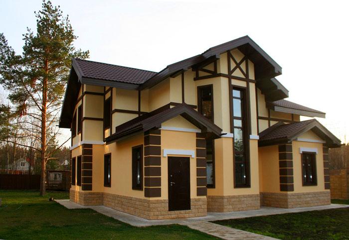 Вокруг дома стоит распланировать разные части территории: подход и подъезд, зону отдыха, декоративные элемент