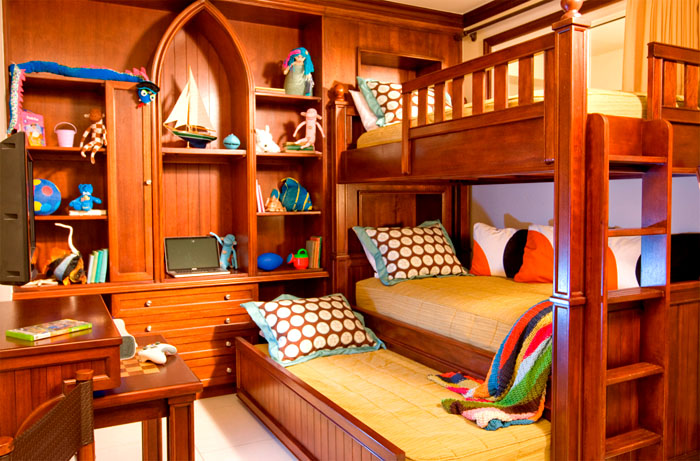 Кровать может быть совмещена со шкафом-стенкой