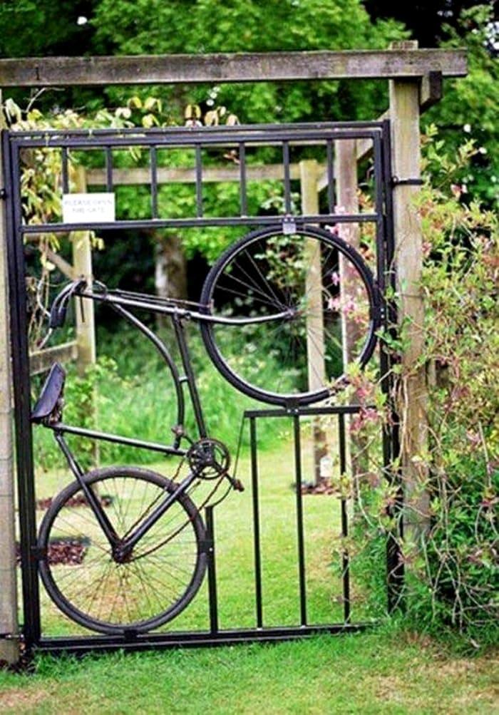 Велосипед не стоит относить на помойку: если его покрасить, можно сделать дизайнерский вход