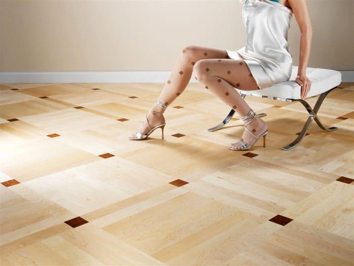 ФОТО: монтаж-плюс.рф Восстановить повреждённый линолеум крайне сложно, поэтому каблуки лучше исключить
