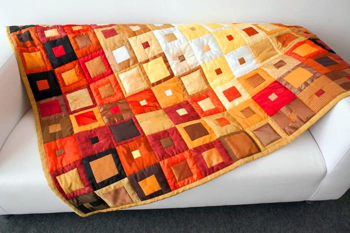 Использование тонких полосок для изготовления ярких одеял считается сравнительно новой идеей