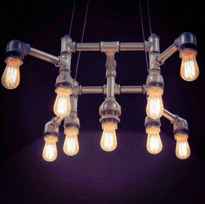 Металлические трубы и лампы Эдисона подходят для стиля лофт