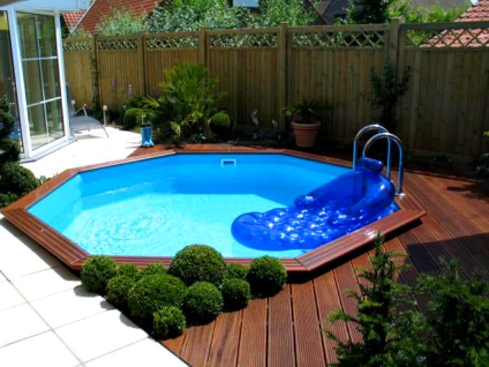 Вокруг бассейна можно сделать деревянный настил
