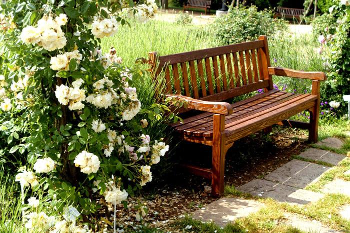 Скамейка должна быть красивой и удобной