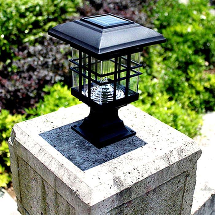 В дневное время фонарь тоже должен выполнять декоративную роль