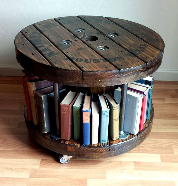 ФОТО: i.pinimg.com Домашняя библиотека может отлично разместиться прямо под сидением