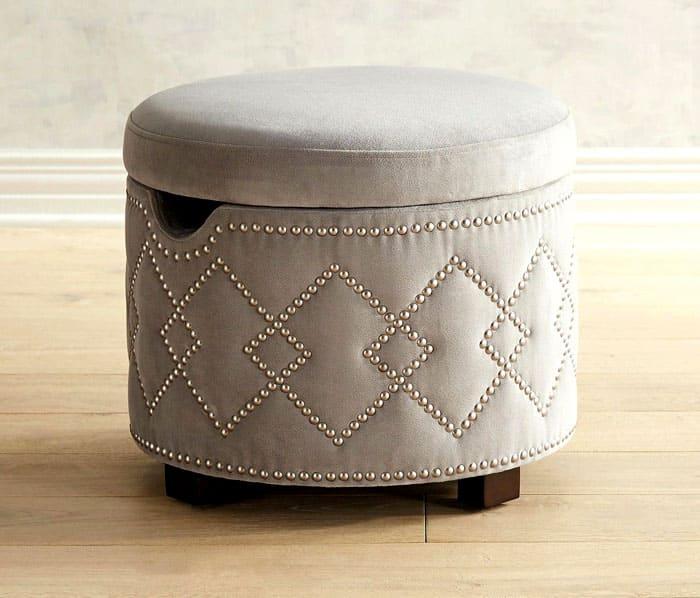 ФОТО: joseospina.co Можно придать пуфу шика с помощью декоративных заклёпок