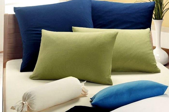 ФОТО: midgardinfo.com Нестандартные принадлежности для постели могут подойти к подушкам-валикам