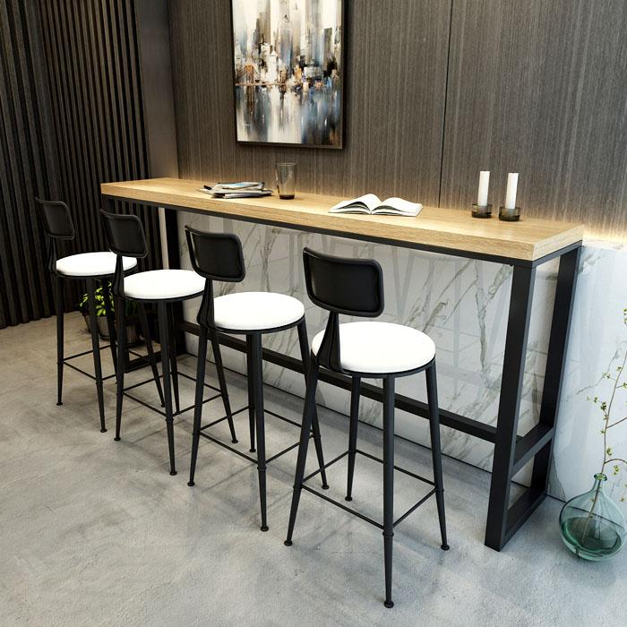 При выборе габаритов и формы комплекта, уделяем внимание сиденью и высоте стола