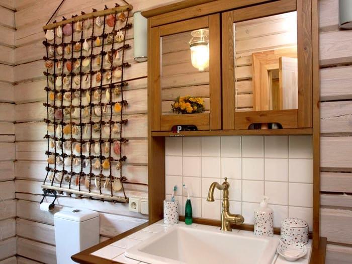 Сеть из верёвки и ракушки — такое изделие не боится влажности ванной комнаты