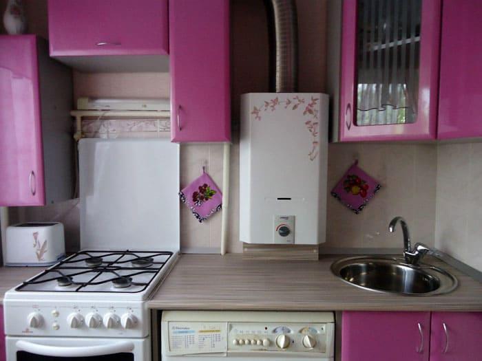 Сантехника представлена раковиной и краном, как вариант, есть возможность выделить под них угол гарнитура