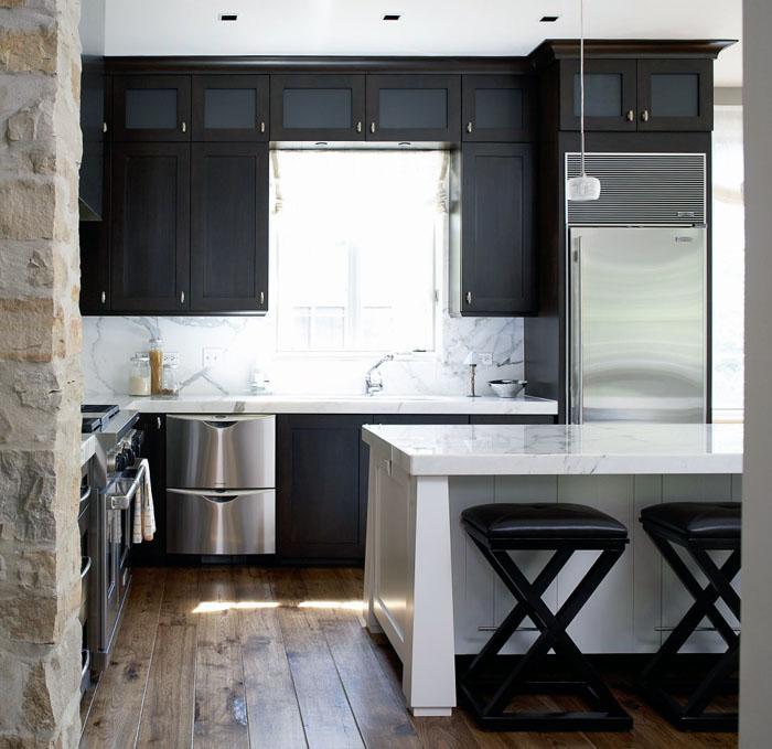 Современные небольшие кухни также уютны
