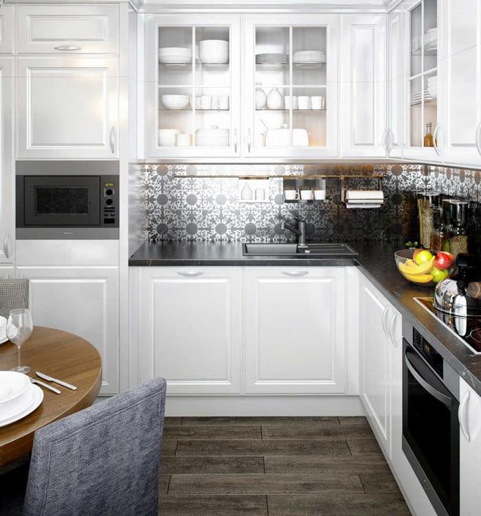 Поверхность потолка и сам гарнитур белого цвета дают свежее восприятие, а стены другого цвета только увеличивают этот эффект