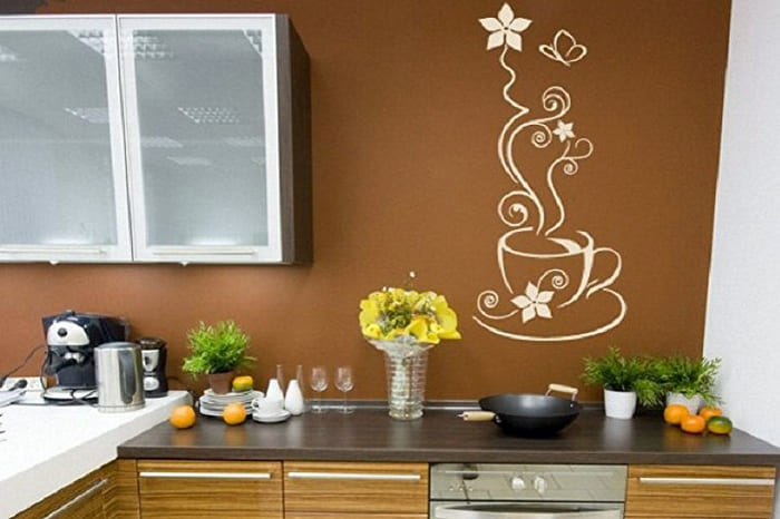 Свободное пространство на стене можно задекорировать интересным рисунком