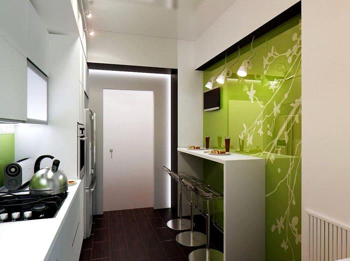 Оранжевая кухня с матовыми стёклами на фасадах благоприятно влияет на увеличение пространства
