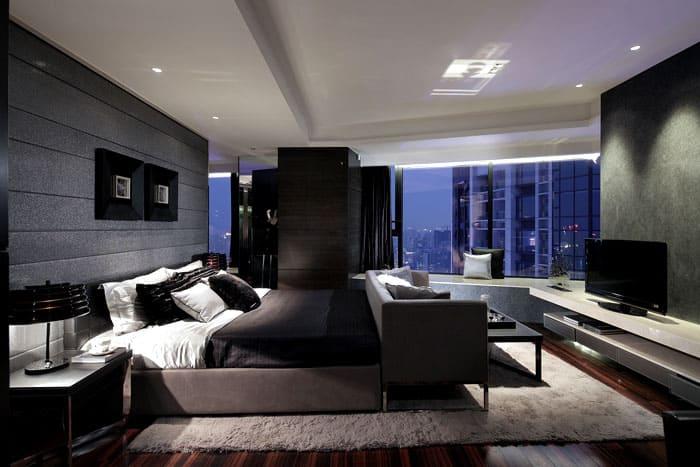 Характер помещения холоден, такие спальни для уверенных в себе людей, которые ценят каждую минуту своей жизни
