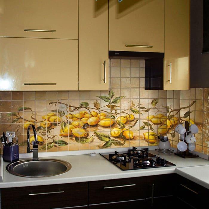 Привычная многим плитка для кухни на фартук размером 10х10 см²