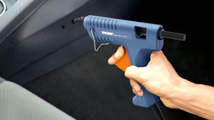 Внешне инструмент похож на личное огнестрельное «оружие». Неважно, профессиональное оно или для рукоделия