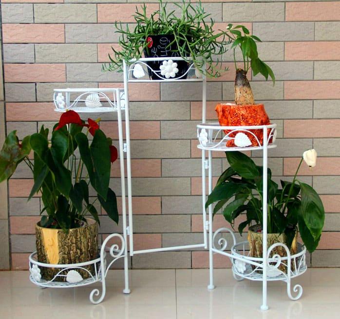 Подставка для нескольких цветов украсит крыльцо или террасу