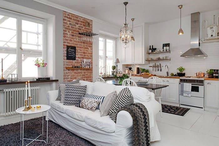 Белый диван, хотя и маркий, отвечает всем признакам стиля