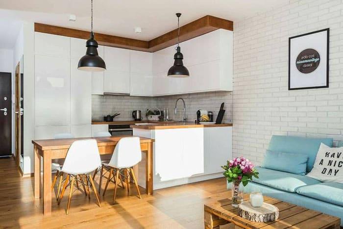 Очаровательная кухня-гостиная в скандинавском стиле, вживую интерьер столь же прекрасен, как и на фото
