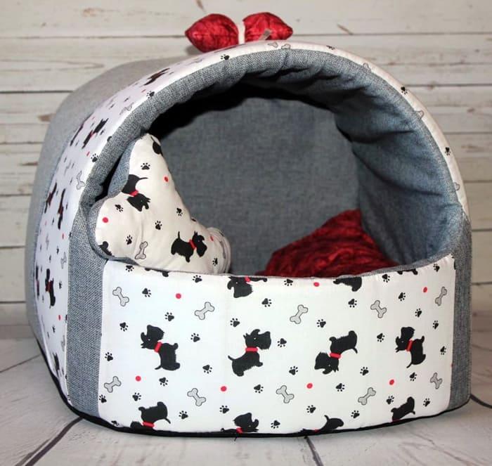 Для пошива можно использовать несколько тканей, создавая комбинированный дизайн спального места