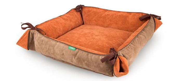 Можно сшить лежак, который в дальнейшем можно увеличивать в размере