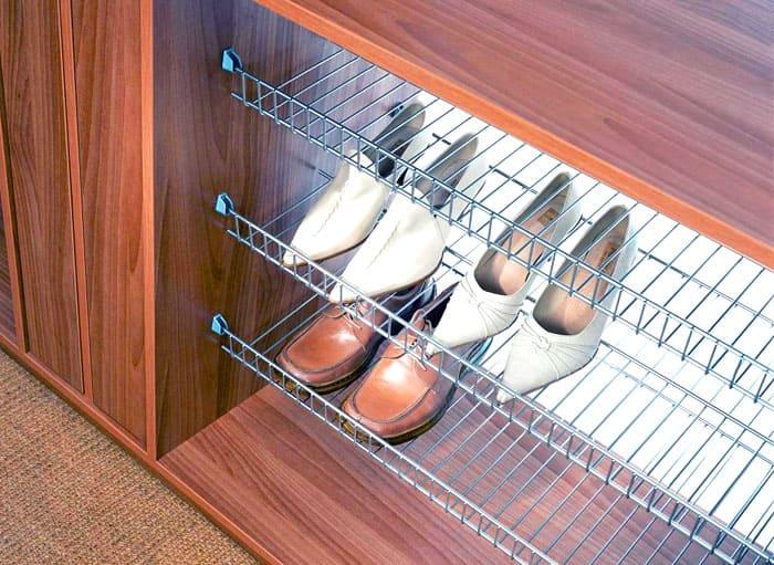 Обувь будет располагаться под наклоном, каблучки провалятся под решётку — очень эргономично