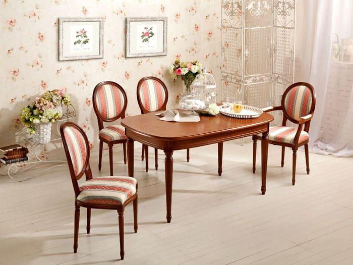 Для классики можно поставить даже венские стулья, которые плавностью своих линий сделают помещение изящным