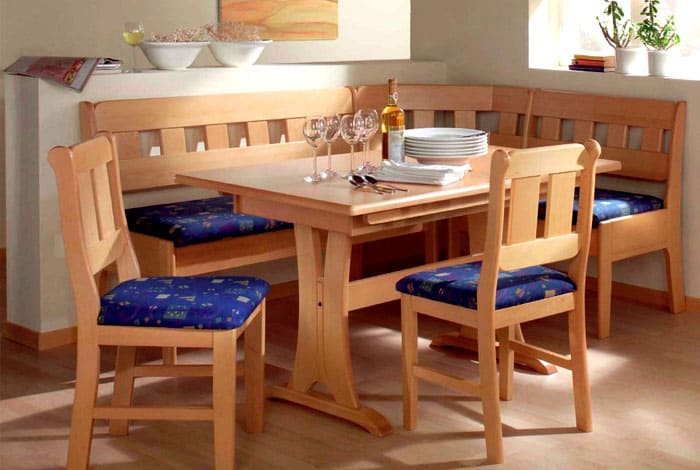 Уголки со стульями сконструированы самым удачным образом для маленькой кухни