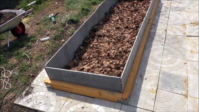 Кому не хочется возиться и резать материал с крыши, тот может приобрести полосы из асбестоцемента длиной 3 м