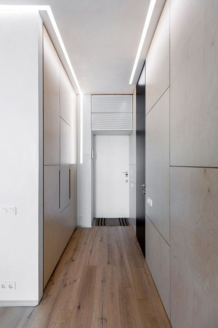 Отсутствие фурнитуры, подсветка по периметру – дизайн ненавязчив и прост
