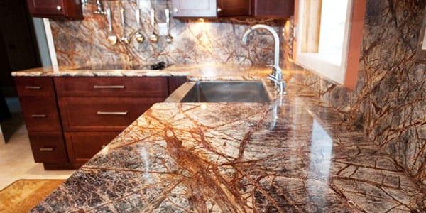 Дизайнеры оценили все возможности, предоставляемые такими камнями, поэтому для кухни это будет идеальный вариант