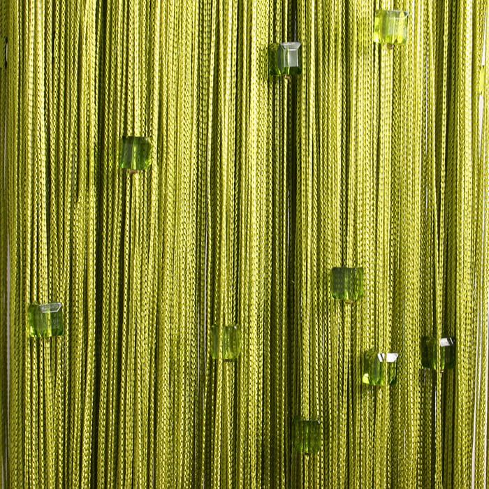 При изготовлении штор из кисеи, готовая модель часто дополняется бусинами