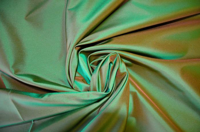 Своеобразная ткань хамелеон с интересными переливами